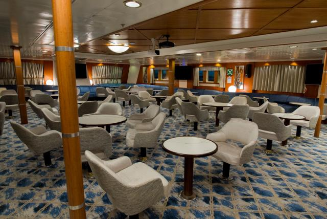 Ocean Adventurer ship - main lounge